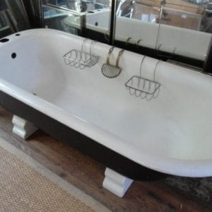 Cast-Iron-Tub-with-Roman-Feet-LooLooDesign-2014-2-DSC09361