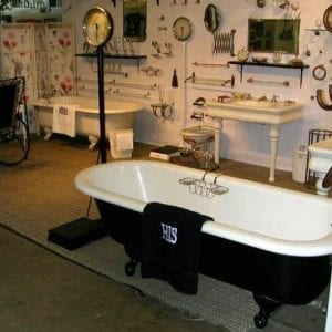 His-Tub-LooLooDesign-2014.show002