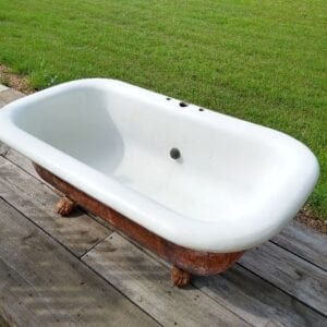 fine center drain cast iron tub with great paw feet